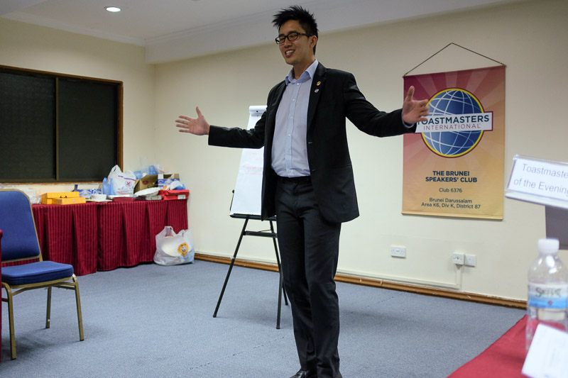 UBD Toastmaster Gary speaking with his body