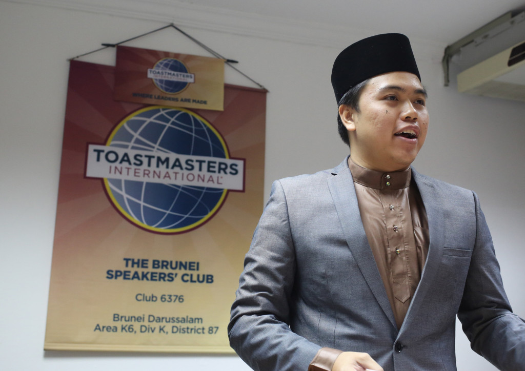 Toastmaster o fthe evening aaqil boosted up the energy during the meeting