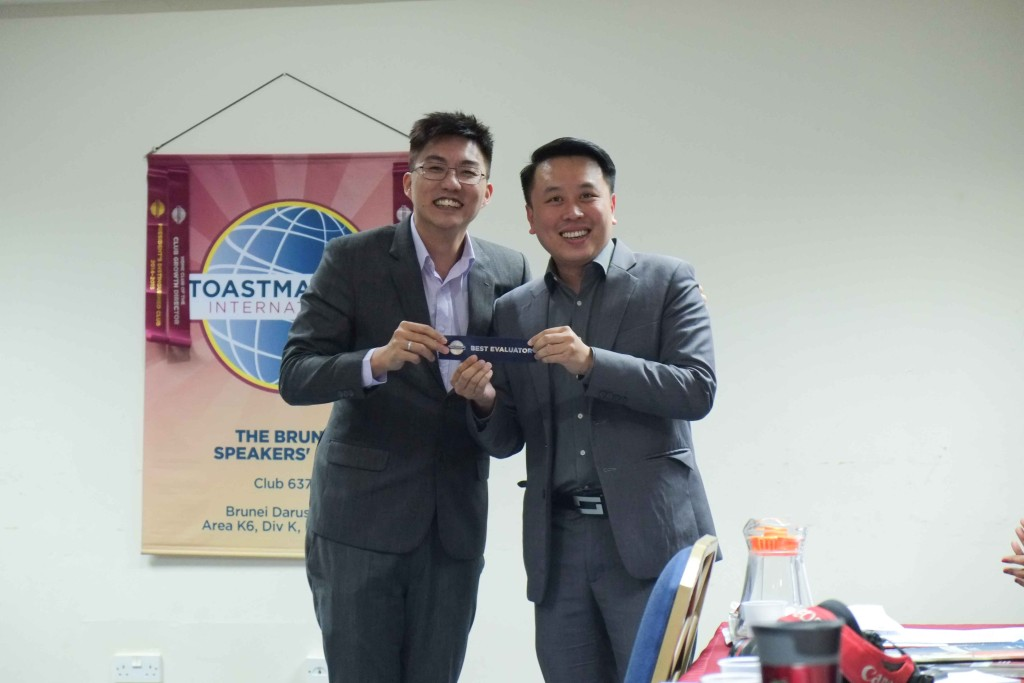 Stuart Lee, ACB, CC receiving his Best Evaluator Ribbon